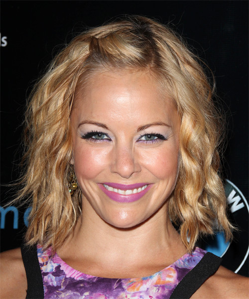 Amy Paffrath Medium Wavy Casual Hairstyle – Dark Copper Blonde Hair Color