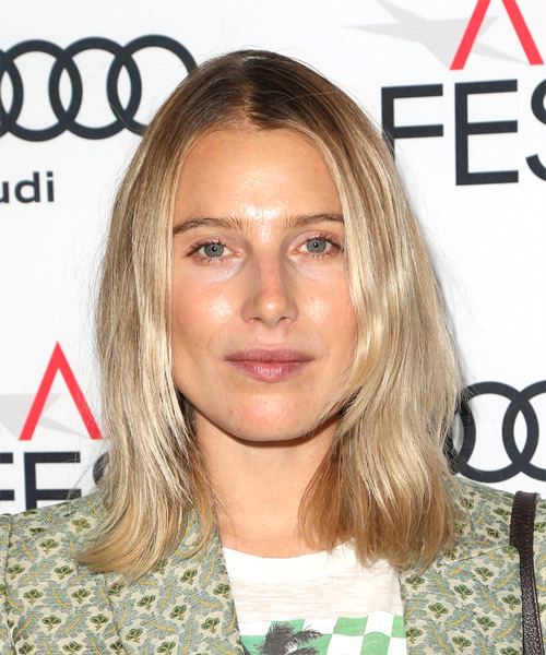 Dree Hemingway Medium Straight Casual  Bob  Hairstyle   –  Blonde Hair Color