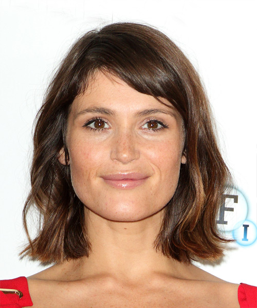 Gemma Arterton Medium Wavy Casual Bob Hairstyle with Side Swept Bangs  –  Brunette Hair Color
