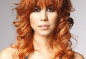 Lange lockige formale Frisur mit Rasiermesser-Pony - Orange Golden Hair Color