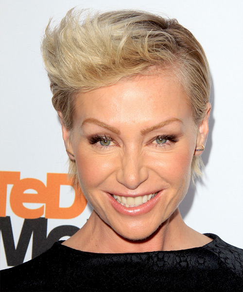 Portia De Rossi Short Straight Formal    Hairstyle   - Light Blonde Hair Color