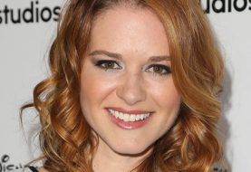 Sarah Drew mittlere lockige formale Frisur - Light Ginger Red Hair Color
