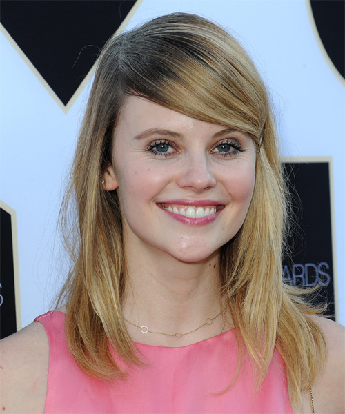 Sarah Ramos Long Straight Casual    Hairstyle with Side Swept Bangs  –  Blonde Hair Color with Light Blonde Highlights