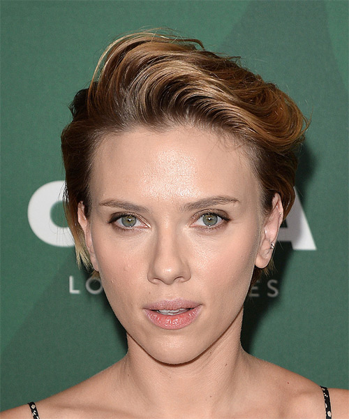 Scarlett Johansson Short Straight Casual  Pixie  Hairstyle with Side Swept Bangs  – Dark Golden Blonde Hair Color