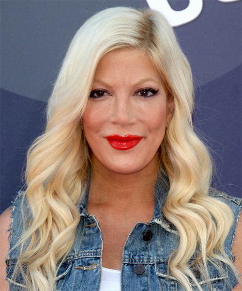 Tori Spelling Long Wavy Formal  Hairstyle – Light Blonde Hair Color